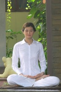 energy-balance-eft-woman-meditating